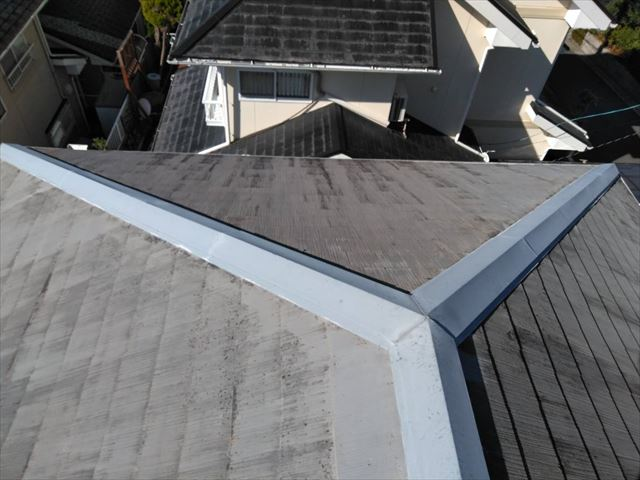 屋根全体が色褪せしています