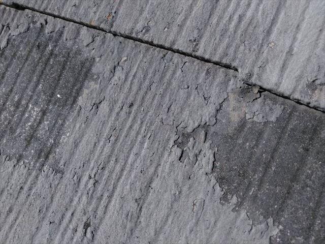 屋根の塗膜の剥がれです