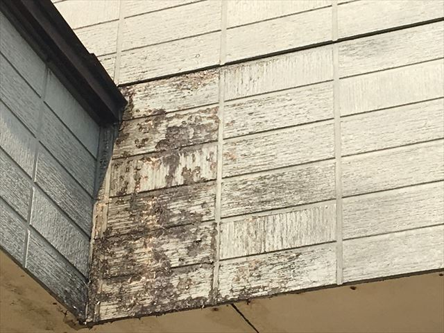 ベランダ外壁の汚れ
