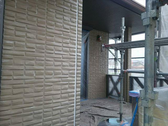 外壁の下塗り1回目、完了