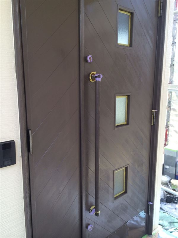 春日井市、玄関ドアの塗装