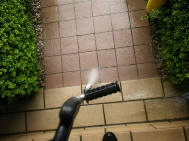 玄関アプローチ洗浄です
