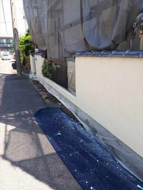 ブロック塀下塗り塗装です