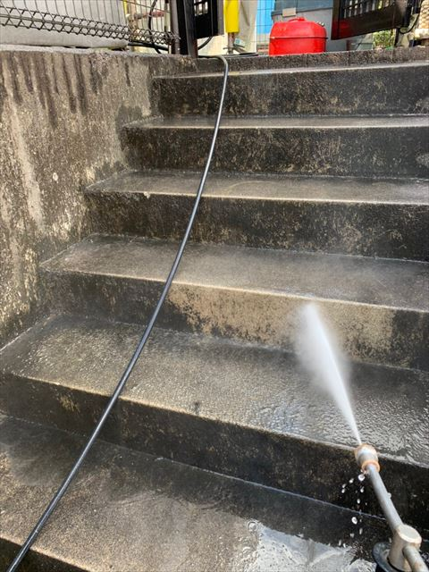 階段の洗浄です