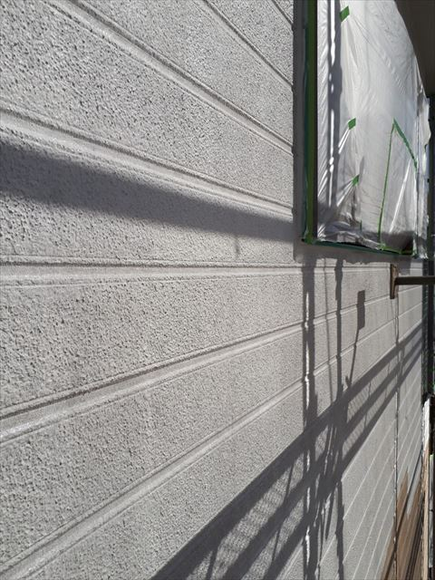 外壁の下塗り塗装、完了です