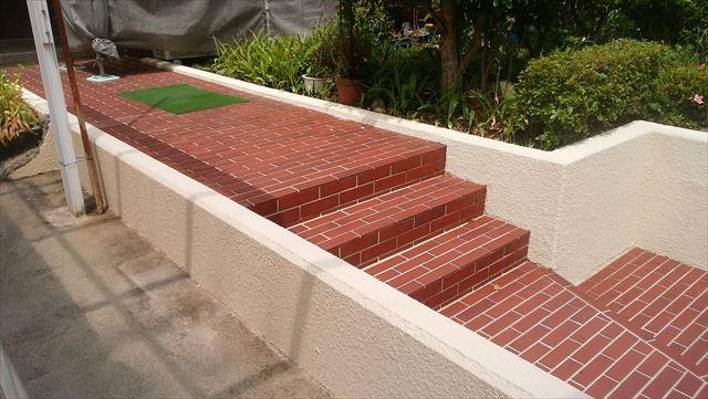 玄関前のブロック塀の塗装です