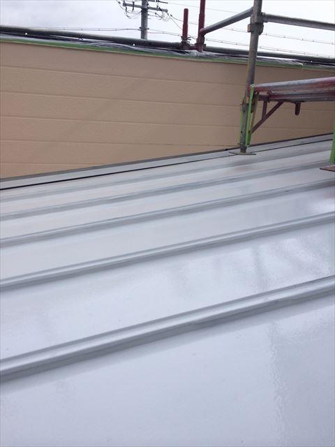 トタン屋根の下塗り完了