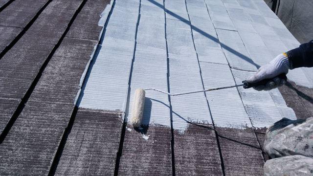 屋根の下塗り1回目