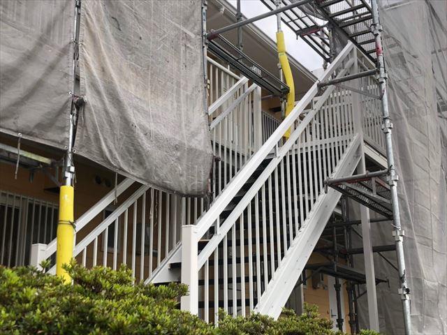 階段の手すりの塗装です