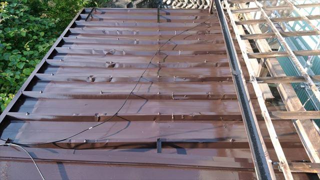 トタン屋根の上塗り塗装です