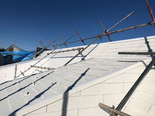 屋根の下塗り塗装完了です
