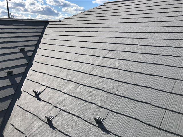 屋根の中塗り、完了