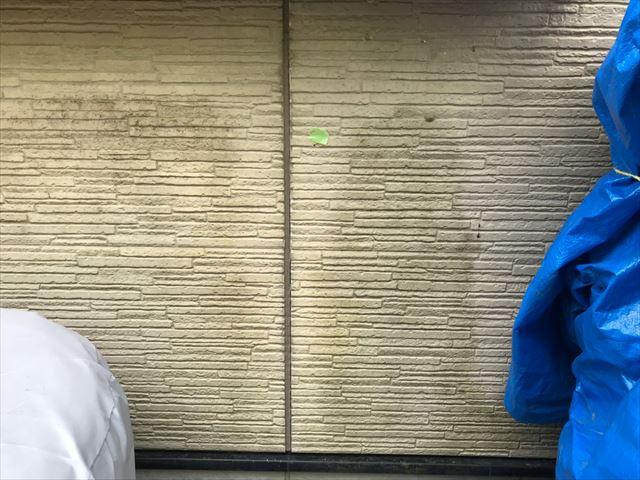 外壁に汚れがあります
