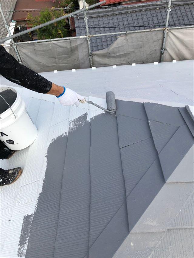 スレート屋根、中塗り塗装