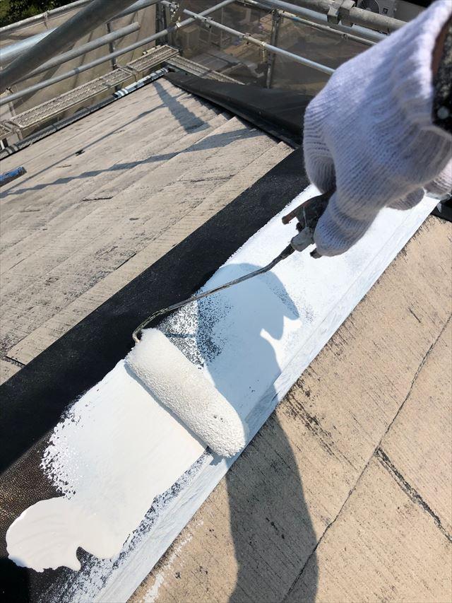 屋根の棟板金の塗装です
