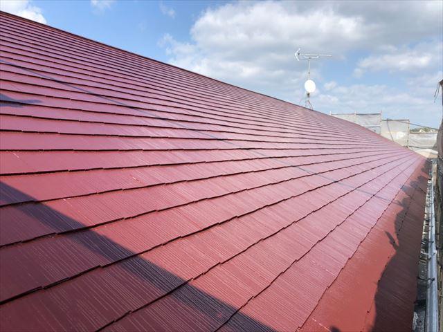 屋根の中塗り塗装、完了