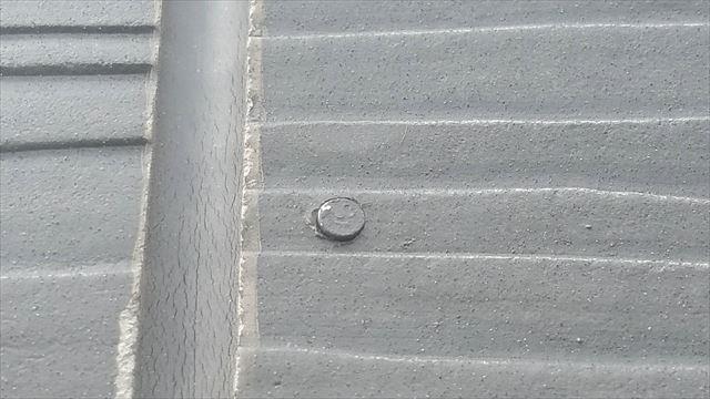 外壁の釘が浮いている