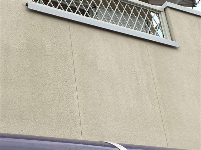 ベランダ外壁面の色褪せ