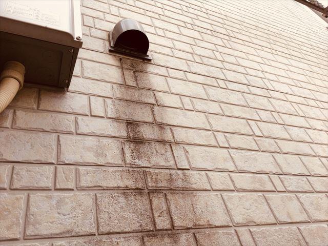 ダクト換気口、外壁の汚れ
