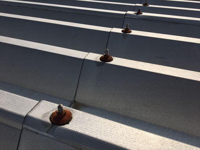 折半屋根のボルトがサビ