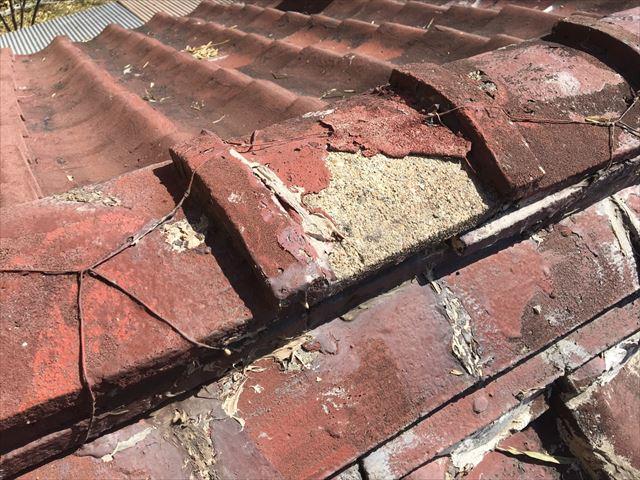 セメント瓦の塗膜の剥がれ