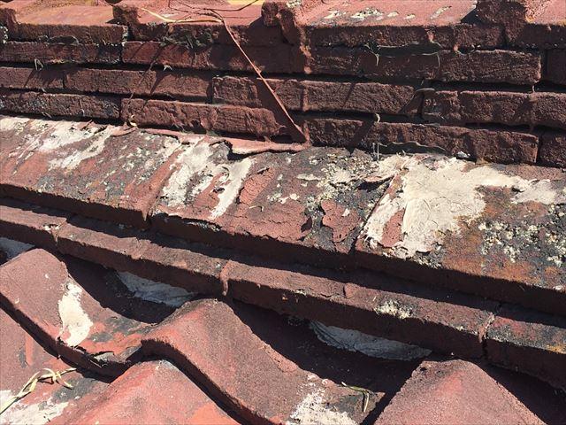 屋根、積み棟の塗膜の剥がれ