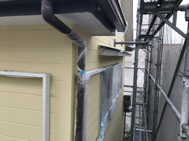 外壁の上塗り塗装です