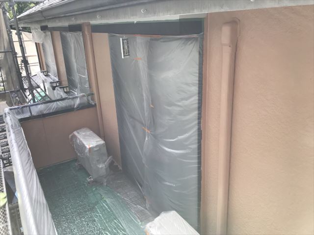 2階外壁の中塗り塗装です