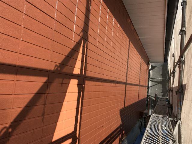 1階外壁の中塗り塗装です