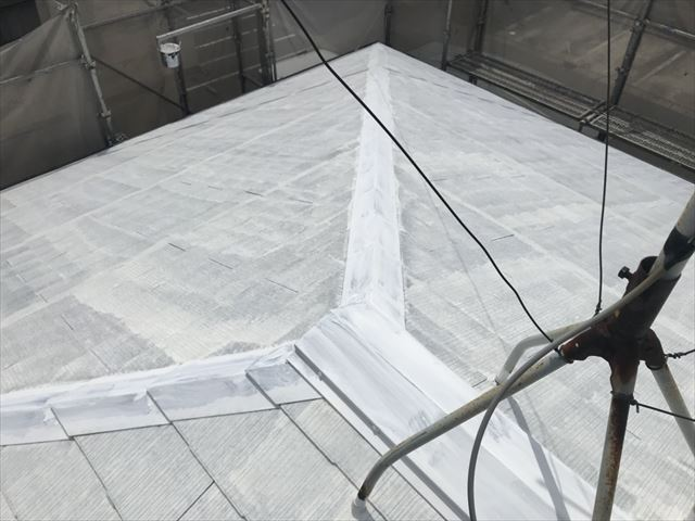屋根の下塗り1回目、完了