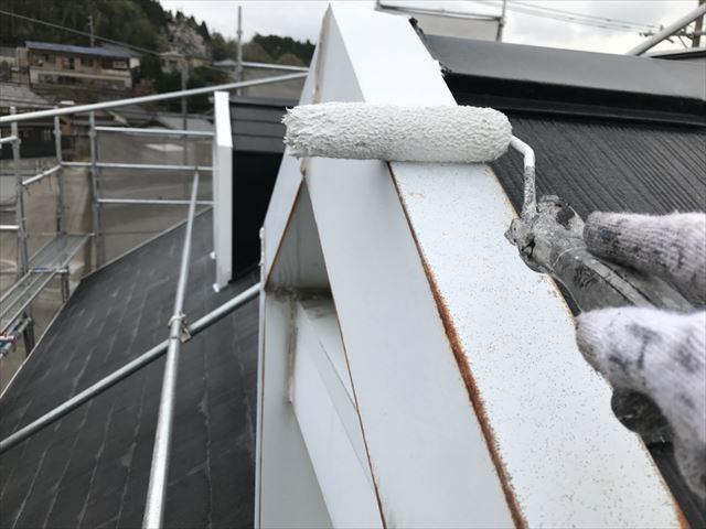 屋根棟板金、下塗り塗装です