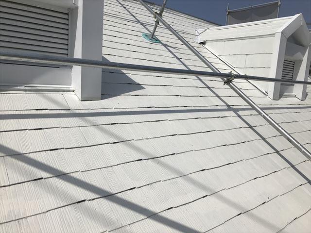 屋根にタスペーサー取付け完了