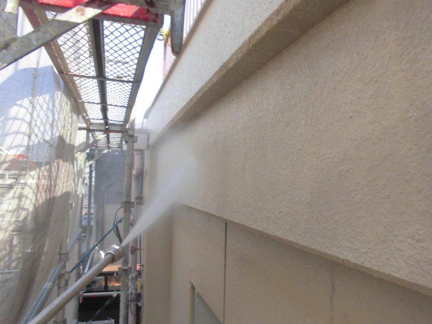 春日井市、外壁の洗浄