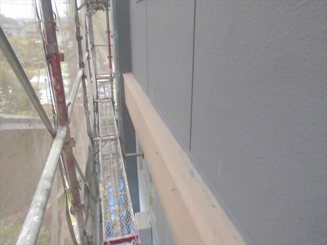 春日井市、外壁の中塗り
