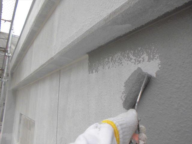 春日井市、外壁の下塗り