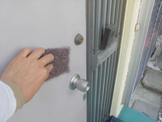 玄関ドアのケレン作業