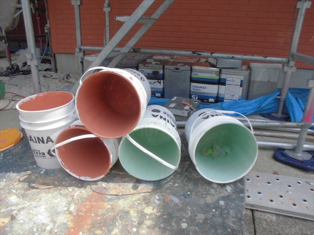 使用済の塗料缶