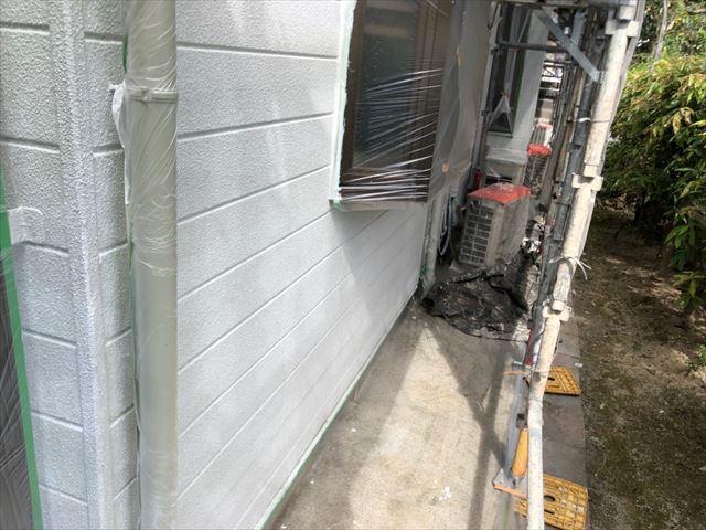 外壁の下塗り2回目塗装