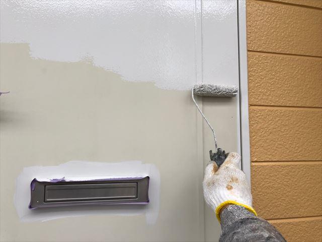 玄関ドアの塗装です