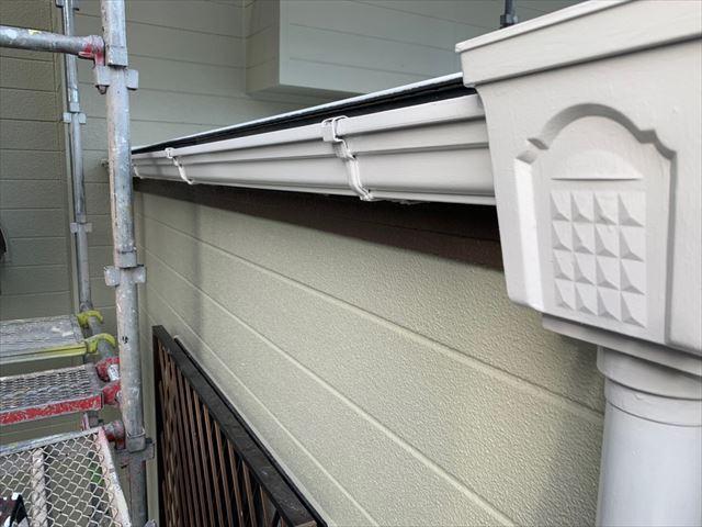 軒樋、集水口の塗装です