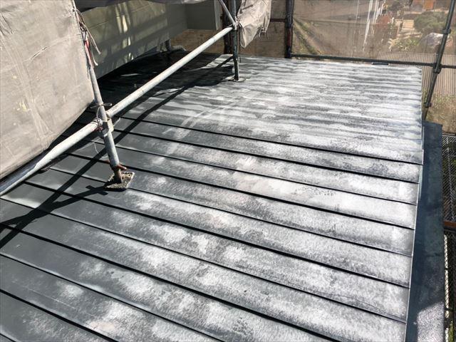 瓦棒の屋根の洗浄です