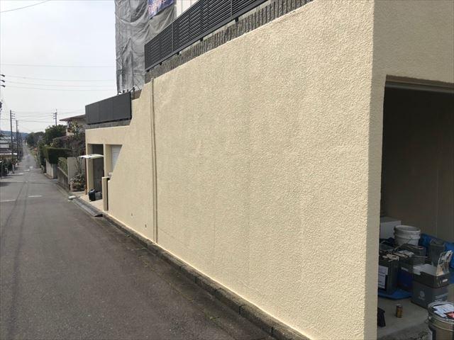 車庫の上塗り塗装です