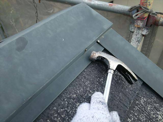 屋根の釘打ち補修です