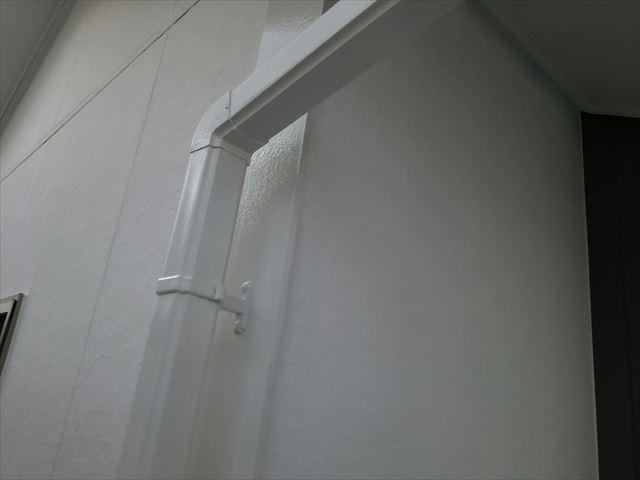樋の塗装です