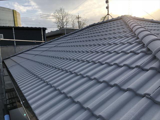 屋根の上塗り塗装です