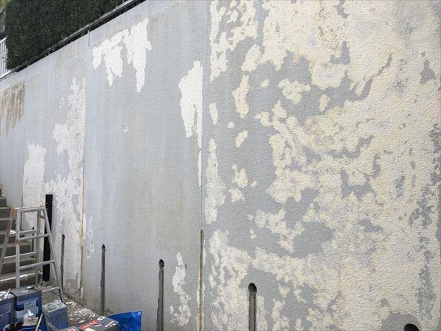ブロック塀のケレン作業