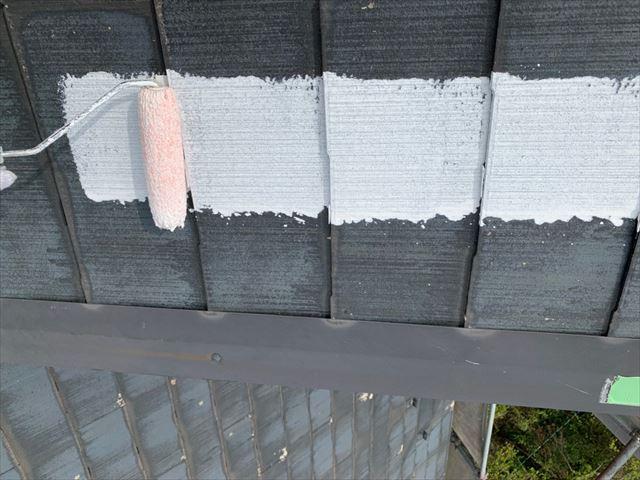 屋根の下塗りです