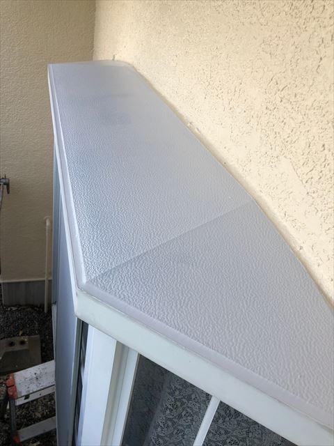 出窓の塗装です