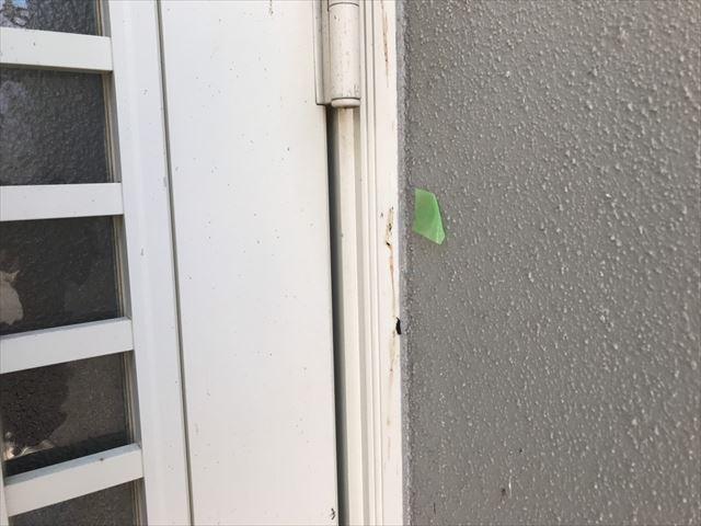 玄関ドアの廻りのシーリング材の劣化