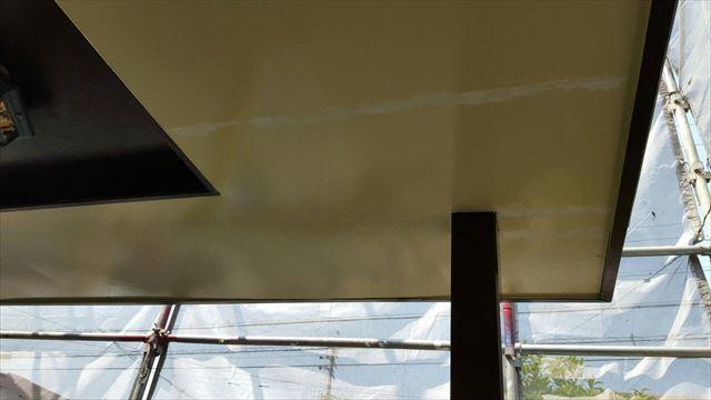 玄関天井コーキング、上塗り